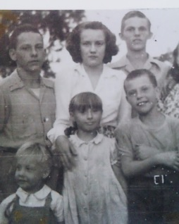 My dad, his sister Pauline and their half siblings on their mothers side.